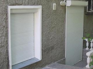 Белые рольставни для окон и дверей