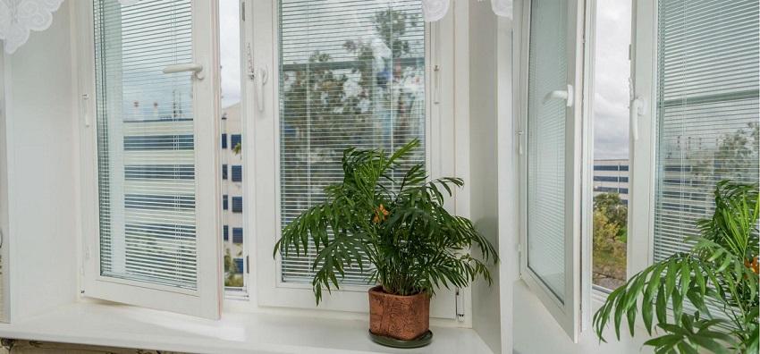 Встроенные жалюзи в стеклопакет пластиковое окно