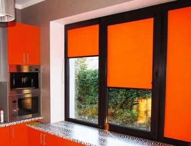 Оранжевые жалюзи на пластиковые окна